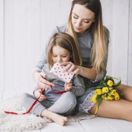Mida kinkida emadepäevaks? Dondella ehted, juukseklambrid ja sallid on hea kingiidee emadepäevaks